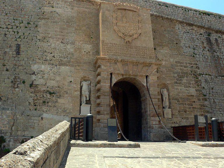 Portal de ses Taules (Dalt Vila)